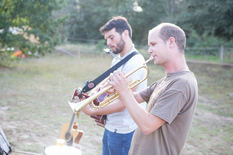 Kampvuurmuziek met trompet